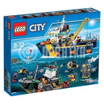 Пластмассовый конструктор LEGO City Корабль исследователей морских глубин (60095)